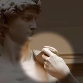 ダビデ像が持っている石