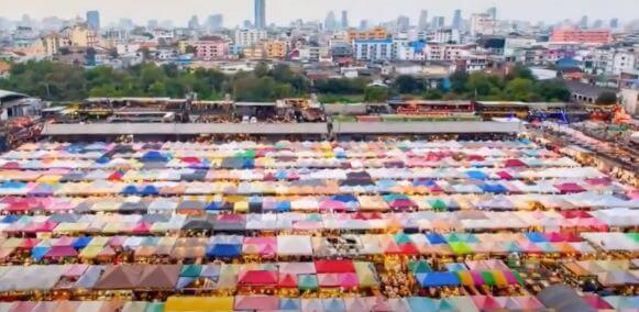 ラチャダー鉄道市場(バンコク)