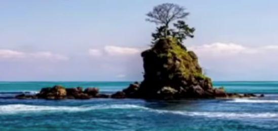 雨降海岸の女岩