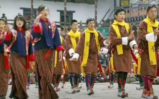 ブータン 民族衣装「ゴ・キラ」