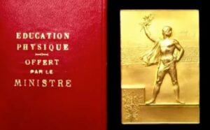 パリオリンピックの長方形のメダル