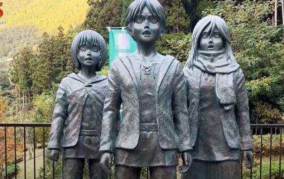 進撃の巨人の銅像