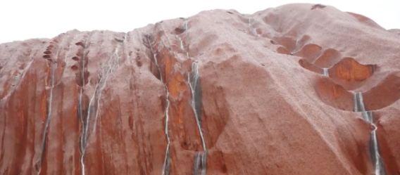 ウルルの滝